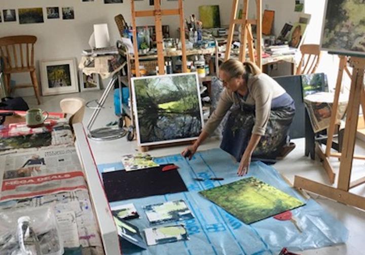 Lisa Timmerman working in her studio