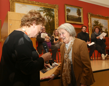 Thumbnail image of Prof Hilary Burgess presenting The Burgess Sculpture Prize to winner Yvonne Anderson - LSA Annual Exhibition 2018 Preview Evening
