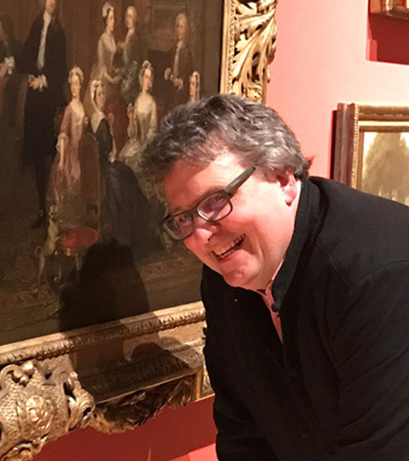 Photograph of Lars Tharp with the Hogarth painting